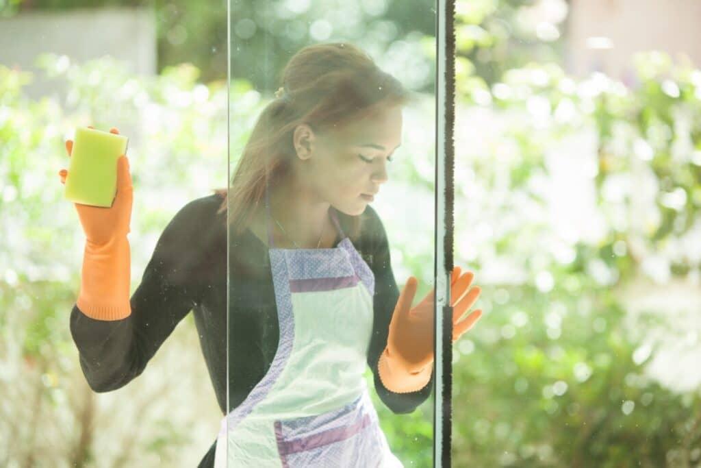 窓ガラスを掃除する手順