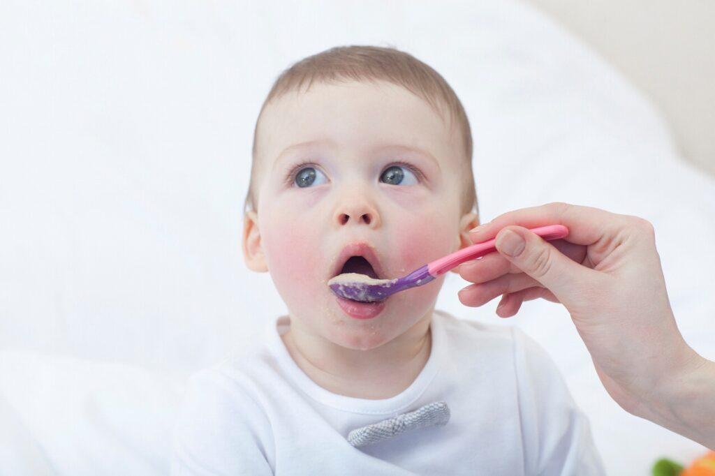 生後8ヶ月は離乳中期(モグモグ期)