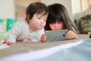 【永久保存版】赤ちゃんが泣き止む動画12選! パパママの救世主になること間違いなし!