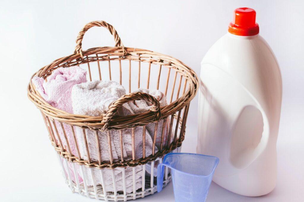 ひどく汚れた箇所には洗剤を付けてから洗濯ネットに入れる