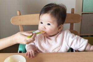 赤ちゃんの離乳食の情報まとめ 離乳食の基礎知識からお役立ちアイテム、いつからどの食材を食べさせていいのかを紹介!
