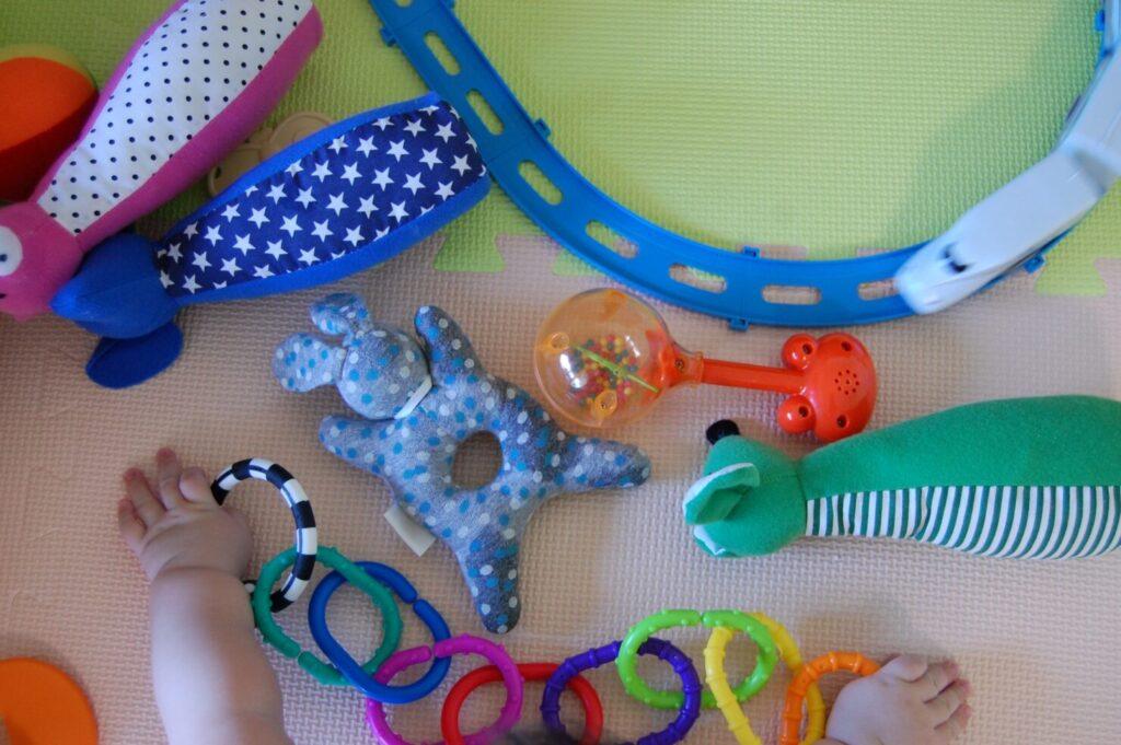 恥ずかしがりやの子供を撮るコツ2:おもちゃやぬいぐるみを使う
