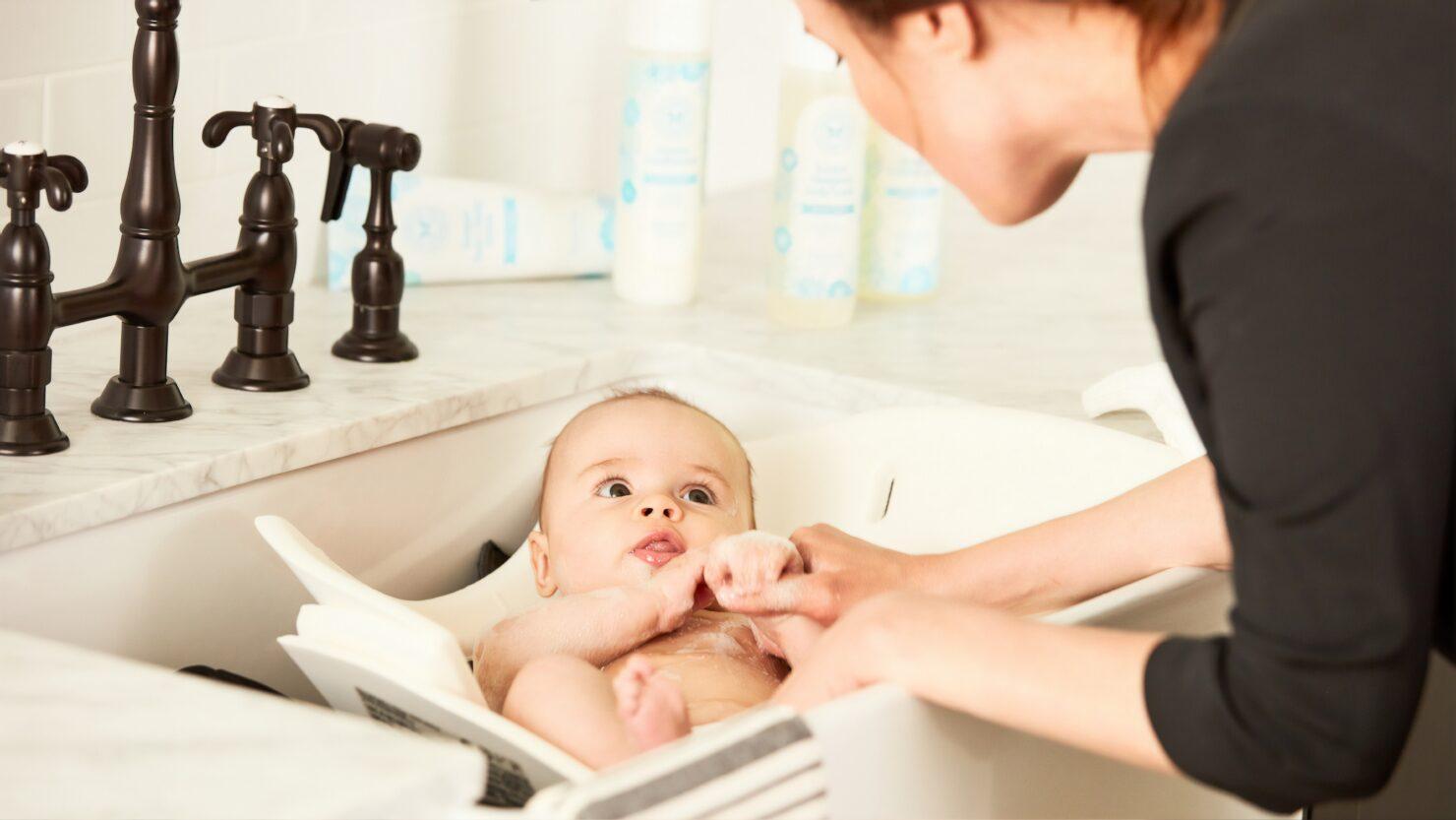 赤ちゃんの沐浴のやり方! 必要アイテム、新生児を洗うコツ、わかりやすい動画も紹介!