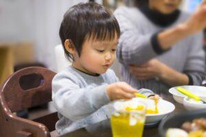 幼児食はいつから? 食べられない食材は? 楽しい食事のポイントは?