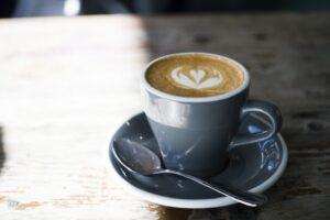 授乳中はカフェインの摂りすぎに注意? 赤ちゃんが寝ない? 1日の摂取基準量を紹介