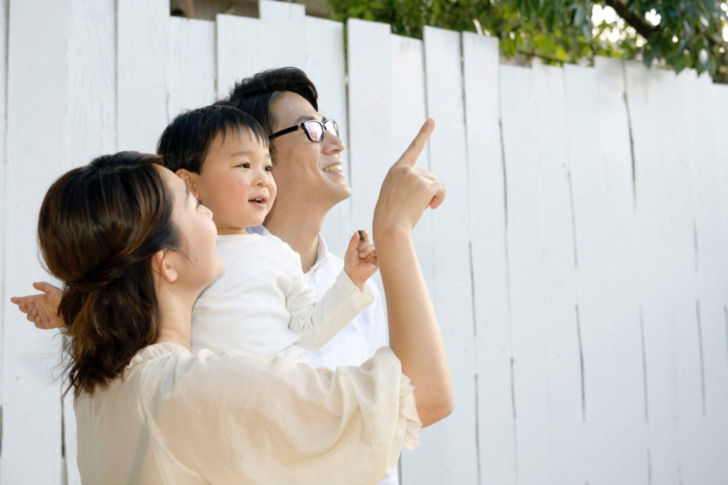 男性の育児参加には社会の変化が不可欠