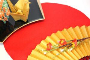 お正月飾りを子供と一緒に折り紙で作ってみよう! こま・門松・だるま・お正月リースの作り方
