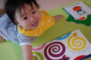 【保育士が選ぶ】0歳・1歳の赤ちゃんにおすすめの絵本13選 寝かしつけ・しかけ絵本など大特集
