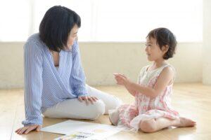 シュタイナー教育とは? 幼児期の教育内容やモンテッソーリ教育との違いを解説