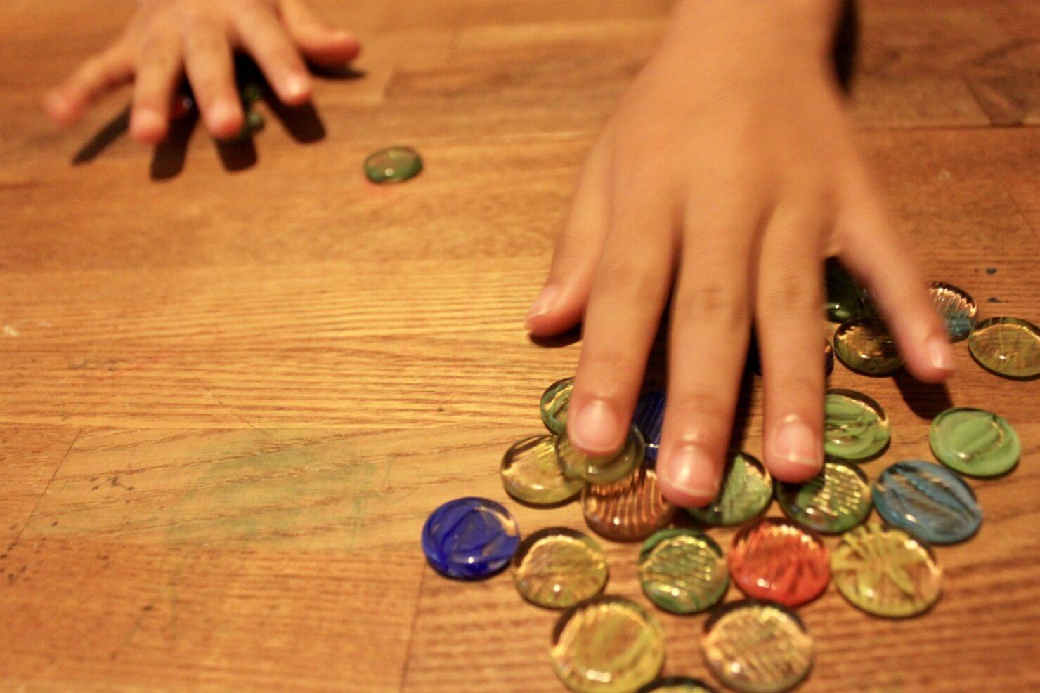 子供の知育玩具として人気のマンカラの魅力