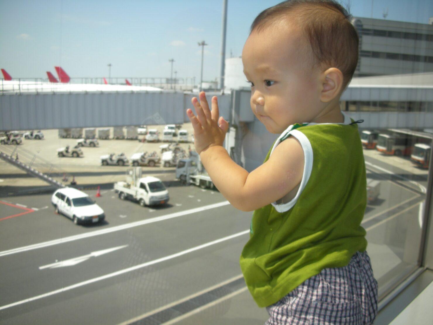 子連れ海外旅行はいつから行ける?
