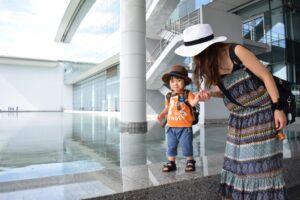子連れ海外旅行はいつからOK? おすすめの国・持ち物など子連れならではのポイントを解説