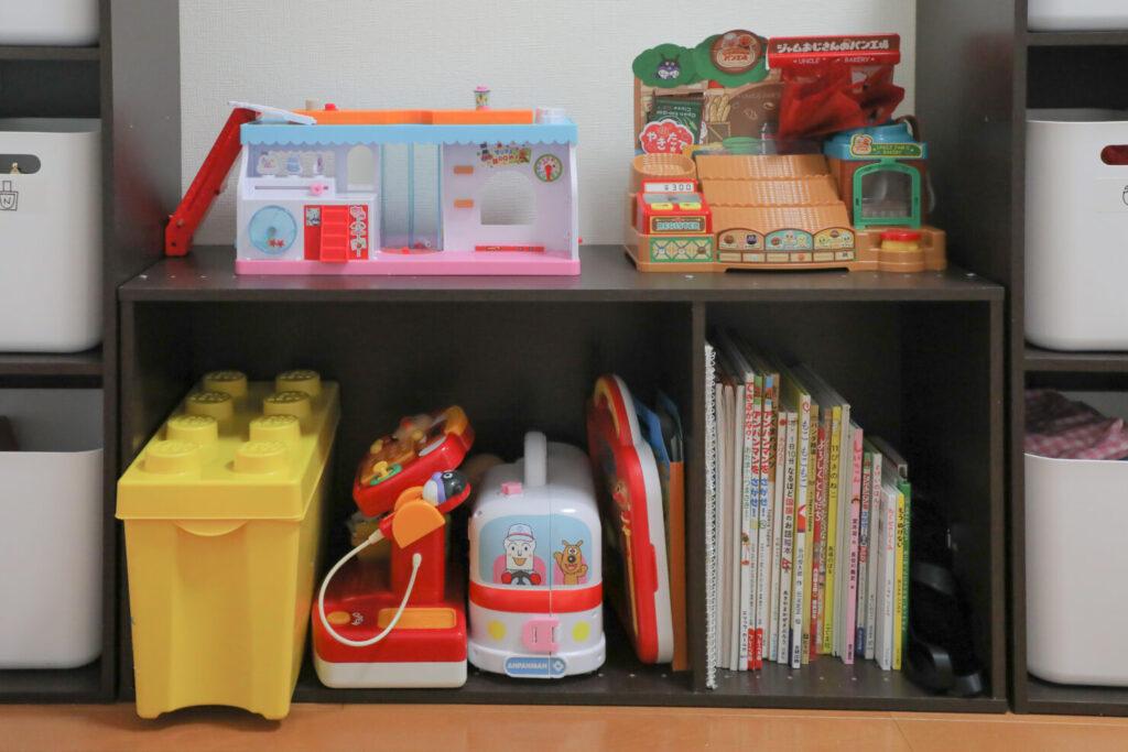 頭を悩ませる…場所を取る大きなおもちゃの収納方法
